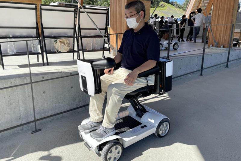 リゾート地で搬送用ロボットが活躍する。今秋にも実用化へ
