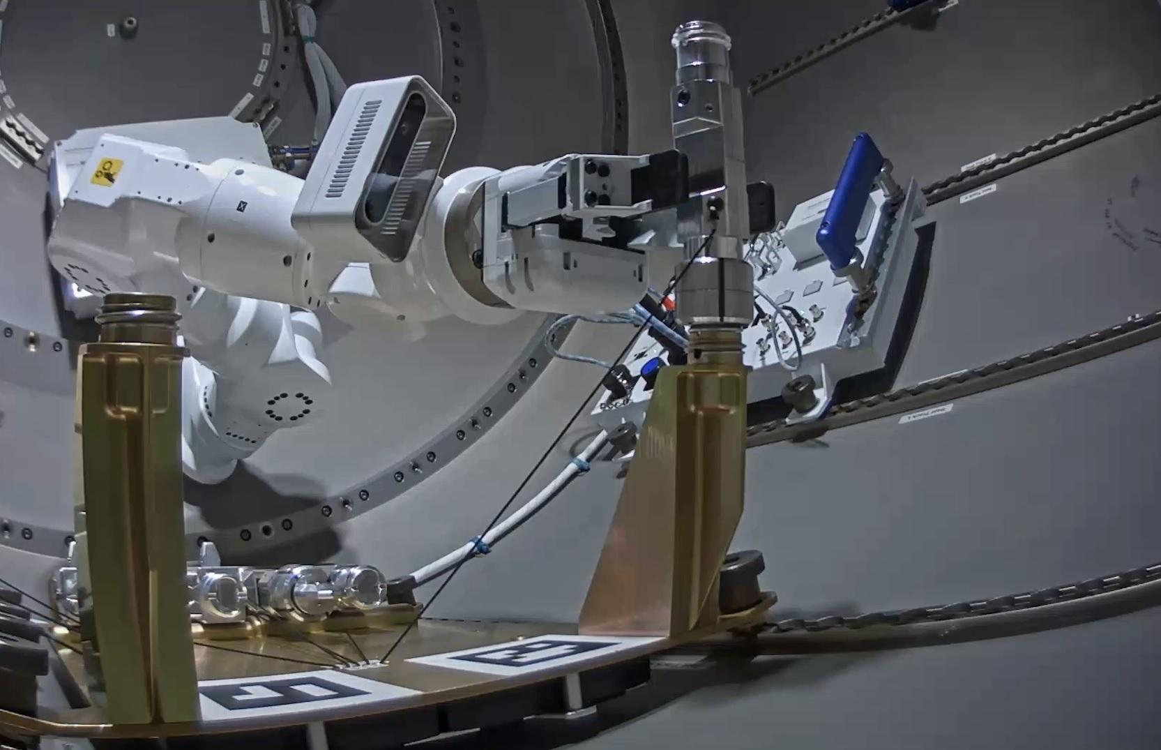 GITAIのロボットによる作業実証に成功