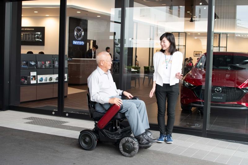 電動車いす「WHILL」、自動車ディーラー31社と地域課題解決に挑む