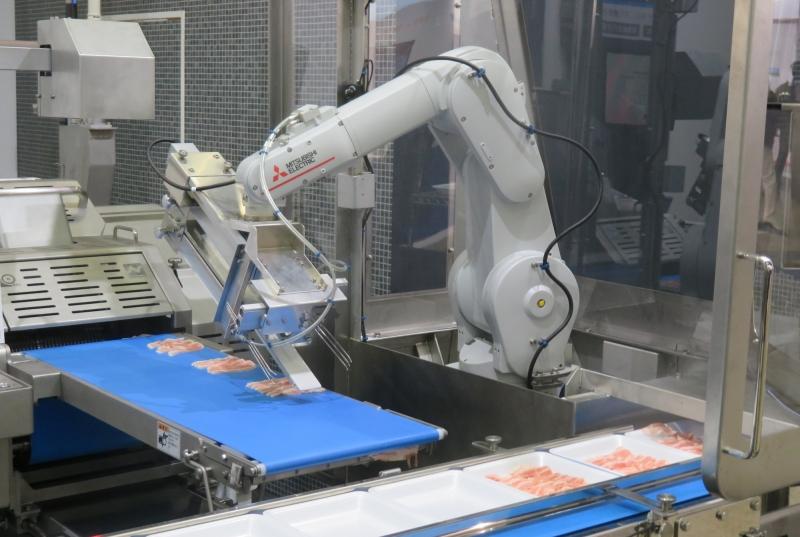 スライス肉盛り付けロボット誕生、再現する熟練の技