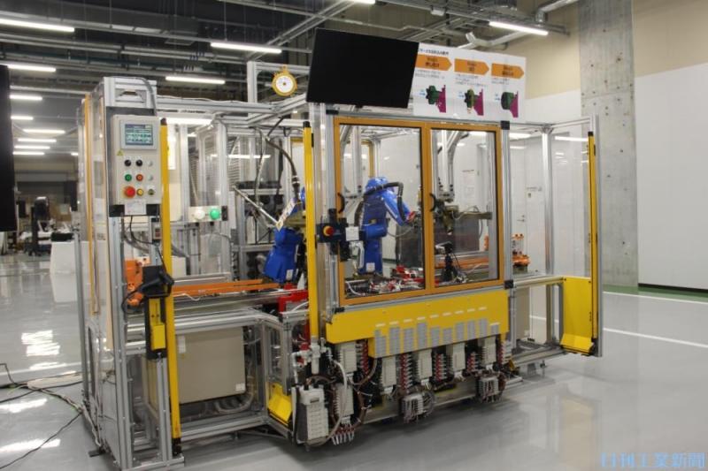 加工コストが4割減へ。トヨタ紡織が車用シートの骨組み溶接工程を一部自動化
