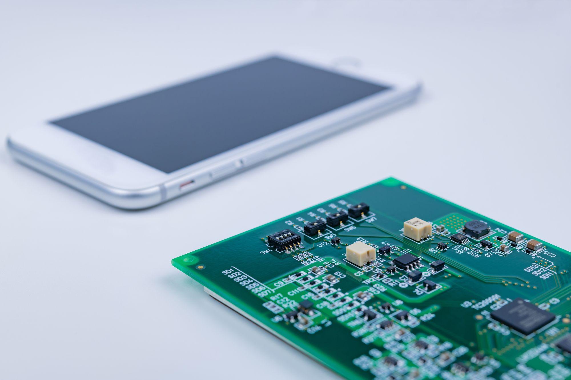 スマホ向けへ、FPCに熱のダメージを与えず電子部品を実装する新技術