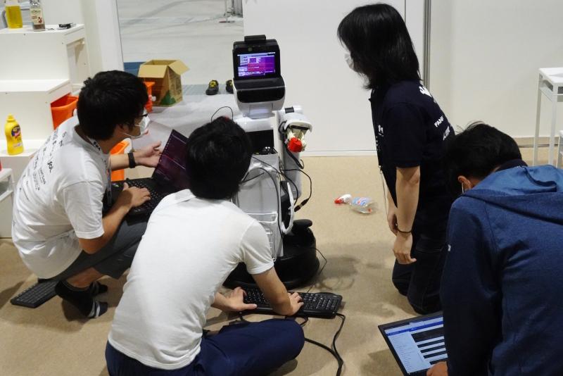 トヨタが学術界とタッグ、研究者に生活支援ロボを無償で貸し出す狙い