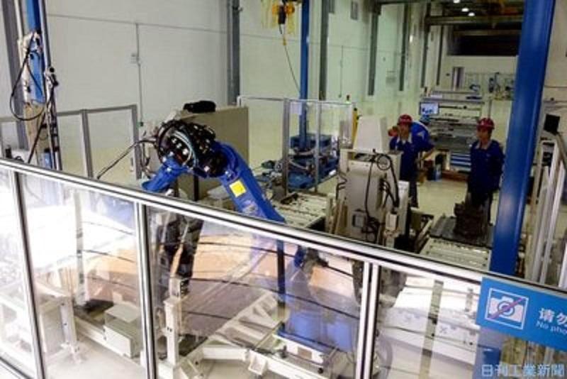 大量生産の現場以外でも活躍!安川電機が「柵なし自走」の産業用ロボを開発中!