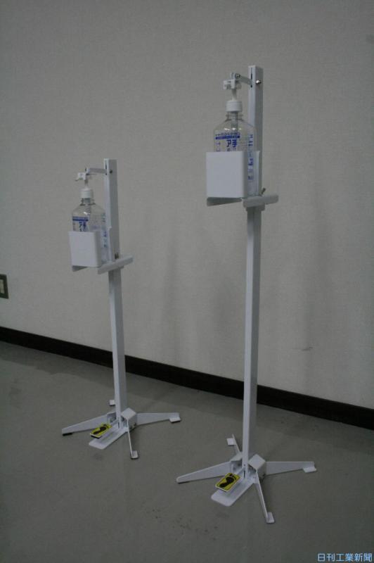 足踏み式消毒液スタンドで噴出量を調整
