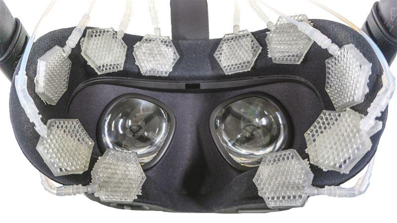 VRで顔を触られた感覚が体験できる!電通大が吸盤式触覚システム開発