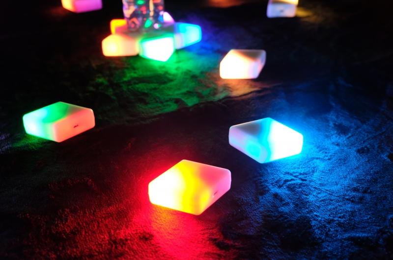 シンクロして光るブロック型玩具の仕組み、阪大発ベンチャーが開発