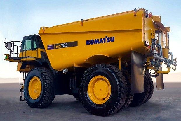 無人散水車と無人ダンプトラックを同時制御。コマツが鉱山向けに導入へ