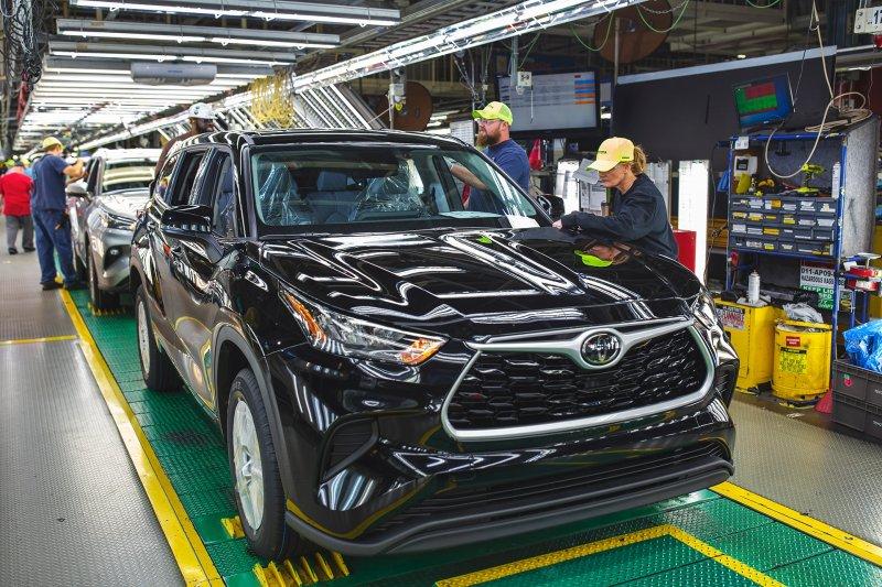トヨタは初の500万台突破。自動車メーカー8社・世界生産の明暗