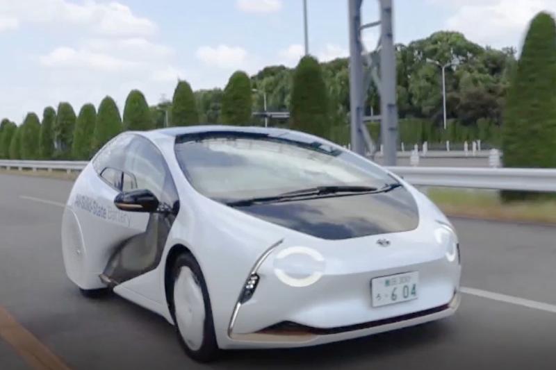 「全固体電池」実用化方針にサプライズ、トヨタの電池戦略はEV時代に競争優位を保つか